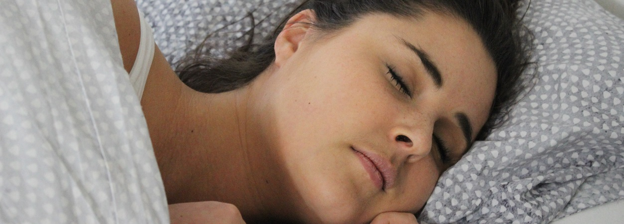 Kun je door een slaaptekort aankomen in gewicht?
